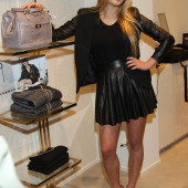 Luna Marie Schweiger high heels