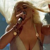 Madonna dekollete