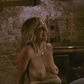 Maggie Gyllenhaal oben ohne