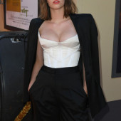 Maya Thurman-Hawke cleavage