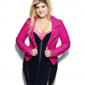 Meghan Trainor dekollete