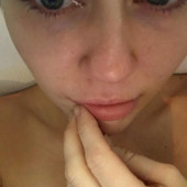 Miley Cyrus nackt