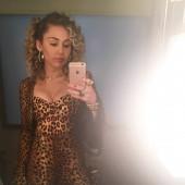 Miley Cyrus selfie