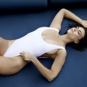 Myla Dalbesio sideboob