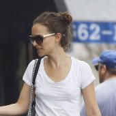 Natalie Portman braless