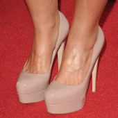 Nelly Furtado feet