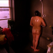 Neve Campbell nackt scene