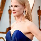 Nicole Kidman braless