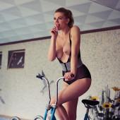 Nina Bott topless