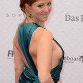 Nina Eichinger sideboob