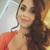 Nina Moghaddam oben ohne