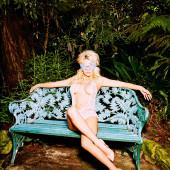 Pamela Anderson oben ohne