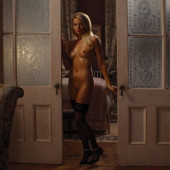 Margot Robbie nude-the-wolf-of-wall-street