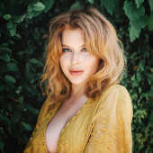 Renee Olstead sexy