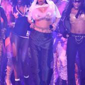 Rihanna brueste