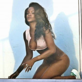 Rihanna leaked photos