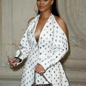 Rihanna sideboob