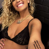Rita Ora body