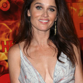 Robin Tunney cleavage