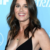 Robin Tunney oops