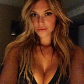 Samantha Hoopes boobs