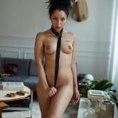 Sara nackt