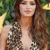 Sara Carbonero cleavage