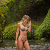 Sara Jean Underwood bikini