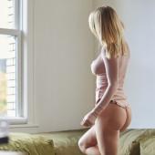Sara Jean Underwood pantyless