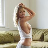 Sara Jean Underwood sideboob