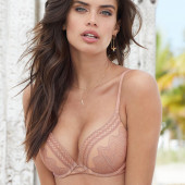 Sara Sampaio lingerie