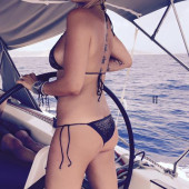 Sarah Connor sexy bikini
