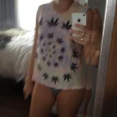 Sarah Hyland selfie