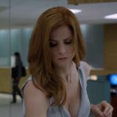 Sarah Rafferty cleavage