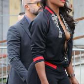 Serena Williams braless