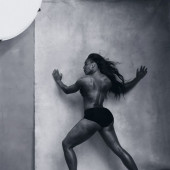 Serena Williams topless