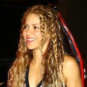 Shakira cleavage