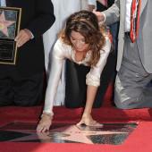 Shania Twain downblouse