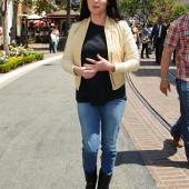 Shannen Doherty jeans
