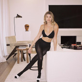 Sofia Richie pantyhose