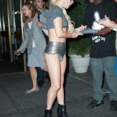 Lady Gaga pussy slip