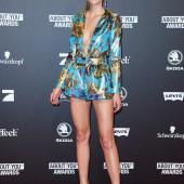 Stefanie Giesinger legs
