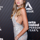 Tanya Mityushina sideboob