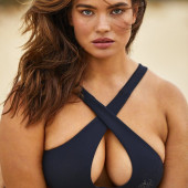 Tara Lynn cleavage