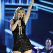 Taylor Swift nipple slip