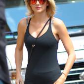 Taylor Swift sexy leggins