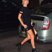 Taylor Swift sexy legs