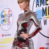 Taylor Swift upskirt