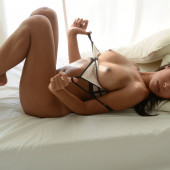 Than Nhan Hoang topless