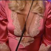 Tori Spelling cleavage